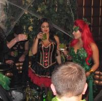 Khloe Kardashian, Kim Kardashian - New York - 29-10-2011 - Kim Kardashian festeggia anche Halloween senza il marito Kris Humphries