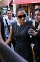 Jennifer Lopez - Los Angeles - 05-04-2012 - Jennifer Lopez come Audrey Hepburn