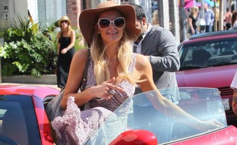 Paris Hilton - Los Angeles - 18-12-2020 - A Hollywood sono tutti matti per la Ferrari