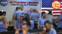 Il team della Nasa festeggia l'atterraggio - Pasadena - 06-08-2012 - Curiosity atterra su Marte. Con il Volo di Leonardo Da Vinci