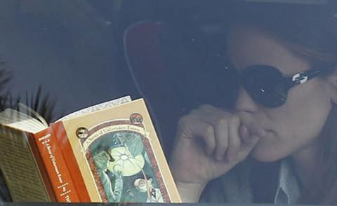 Jennifer Garner - Los Angeles - 29-03-2013 - Leggere, che passione! Anche le star lo fanno!