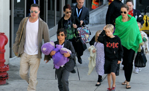 Vivienne Jolie Pitt, Shiloh Jolie Pitt, Maddox Jolie Pitt, Zahara Jolie Pitt, Pax Thien Jolie Pitt, Angelina Jolie, Brad Pitt - Los Angeles - 05-02-2014 - Brad Pitt e Angelina Jolie fanno rientro a Los Angeles