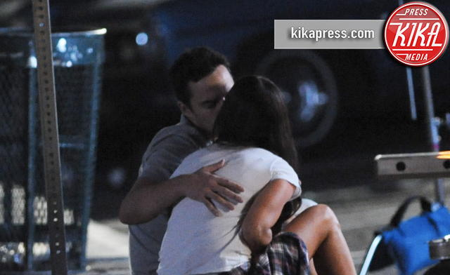 Jake Johnson, Megan Fox - Los Angeles - 21-11-2015 - Megan Fox, baci appassionati con Jake Johnson
