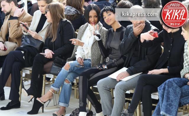 Willow Smith, Jada Pinkett Smith - Parigi - 08-03-2016 - Jada Pinkett Smith e la figlia Willow alla sfilata Chanel