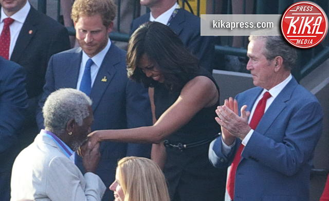 Michelle Obama, George W. Bush, Laura Bush, Principe Harry, Morgan Freeman - Orlando - 08-05-2016 - Morgan Freeman mandrillone: ecco il baciamano a Michelle Obama