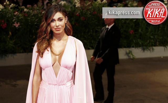 Belen Rodriguez - Venezia - 01-09-2016 - La scollatura di Belen ruba la scena ad Amy Adams