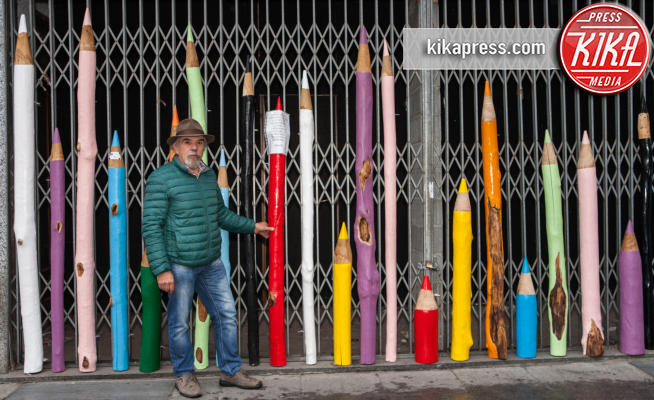 aldo divano - Alessandria - 13-10-2016 - I pali delle vigne diventano matite colorate