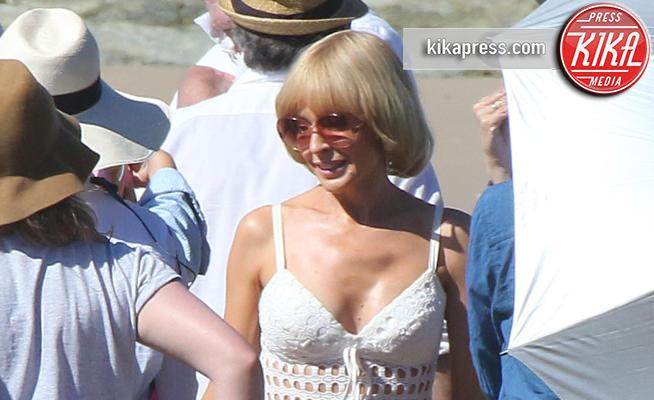 Kylie Minogue - Queensland - 18-10-2017 - Kylie Minogue una bellezza anni'70 sul set di Flammable Children