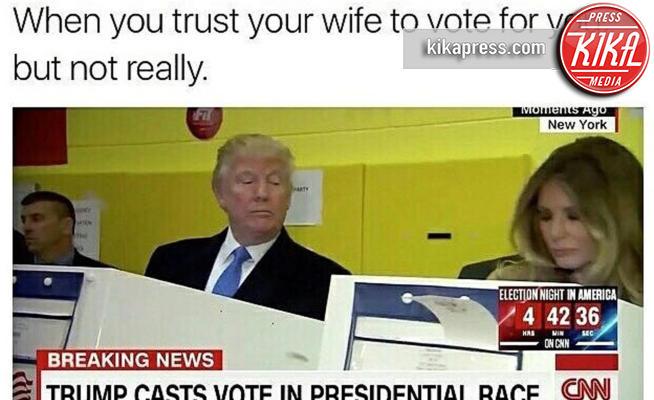 Melania Trump, Donald Trump - Washington - 09-11-2016 - Donald Trump spia la moglie durante il voto