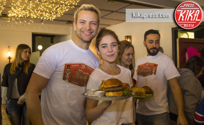 Valentina Romani, Alessandro Borghi - Roma - 23-12-2016 - Alessandro Borghi, il Dolce cameriere per i bambini di Roma
