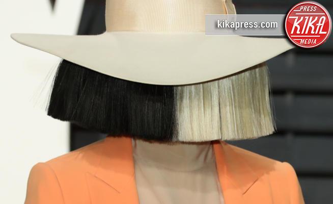 Sia - Beverly Hills - 26-02-2017 - La cantante Sia senza frangia? Ve la facciamo vedere noi