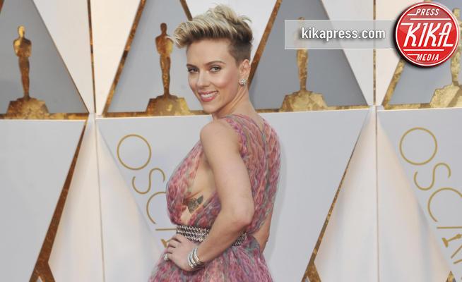 Scarlett Johansson - Los Angeles - 27-02-2017 - Scarlett Johansson contro i paparazzi: