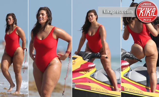 Ashley Graham Anche Baywatch Ha La Sua Bagnina Curvy