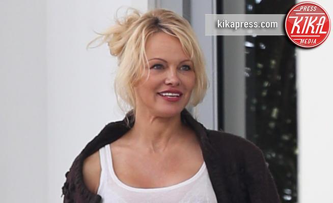 Pamela Anderson - Miami Beach - 14-05-2017 - Pamela Anderson sempre meglio, tutto merito di Assange?