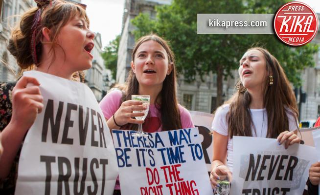 Protesta contro Theresa May - Londra - 09-06-2017 - Voto Gb: protesta pacifica davanti al Parlamento di Londra