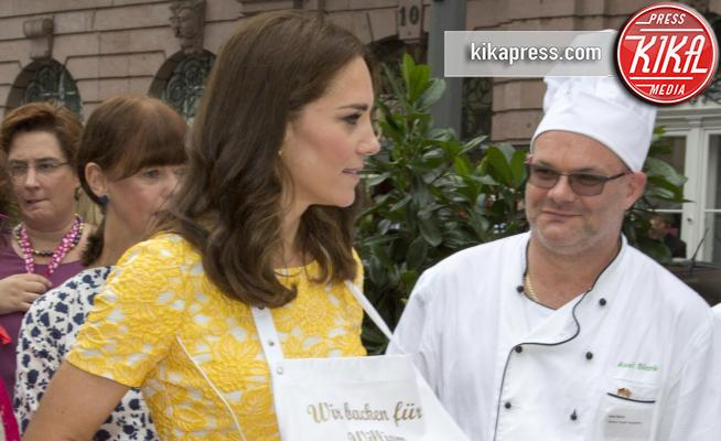 Heidelberg - 20-07-2017 - Kate Middleton, abito giallo e... grembiule!
