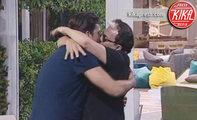 Lorenzo Flaherty, Cristiano Malgioglio - GFVip2: perché Cristiano Malgioglio lo ha baciato sulla bocca