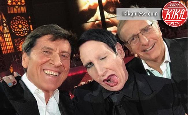Gianni Morandi, Paolo Bonolis, Marilyn Manson - 06-12-2017 - Il selfie di Morandi con Marilyn Manson: altro che esorcisti!