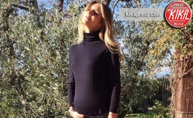 Nicoletta Romanoff - Milano - Il dolce annuncio di Nicoletta Romanoff: