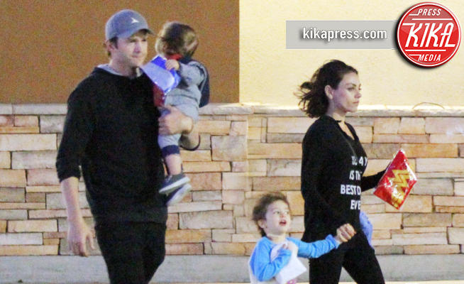 Dimitri Kutcher, Wyatt Isabelle Kutcher, Mila Kunis, Ashton Kutcher - Beverly Hills - 20-01-2018 - Ashton Kutcher e Mila Kunis non lasceranno nulla ai figli