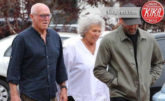 Jason Statham - Malibu - 23-06-2018 - Jason Statham in versione figlio modello con i genitori