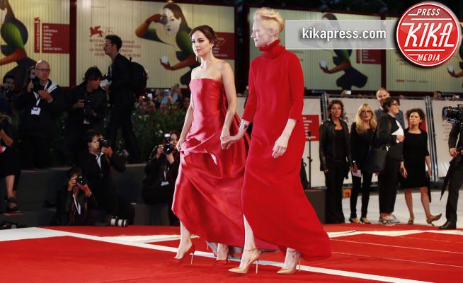 Dakota Johnson, Tilda Swinton - Venezia - 01-09-2018 - Venezia 75, il red carpet di Suspiria