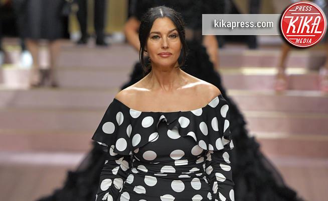 MFW: Dolce & Gabbana, Monica Bellucci e le star in ...