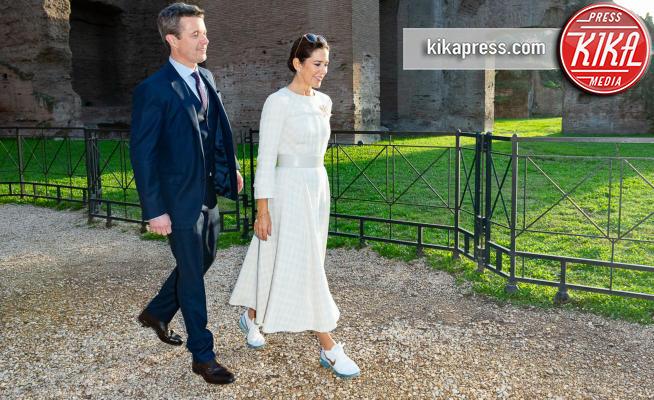 Mary di Danimarca, Principe Federico di Danimarca - Roma - 06-11-2018 - Mary di Danimarca, a Caracalla con le Nike! E non è la sola...