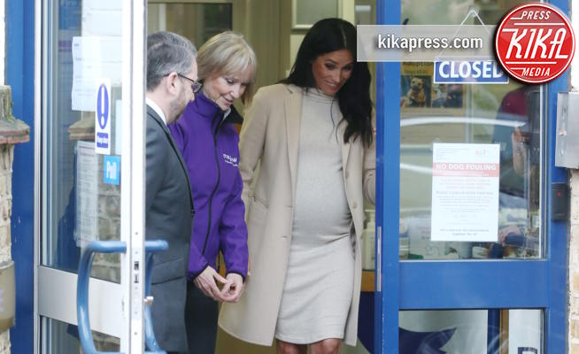 Duchess of Sussex, Meghan, Meghan Markle - Londra - 16-01-2019 - Meghan Markle colpisce ancora, tubino stretch e pancia in vista!