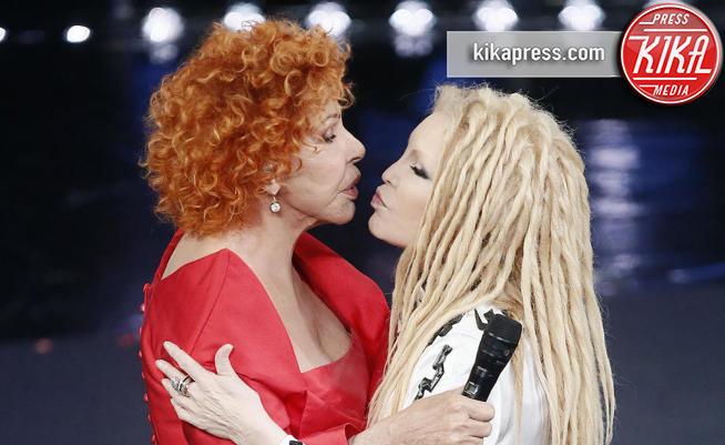 Sanremo 2019, bacio a fior di labbra per Vanoni e Patty Pravo