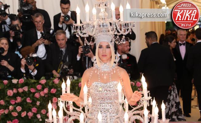 Katy Perry - New York - 07-05-2019 - Met Gala 2019: Katy Perry uno chandelier, Dua Lipa una farfalla