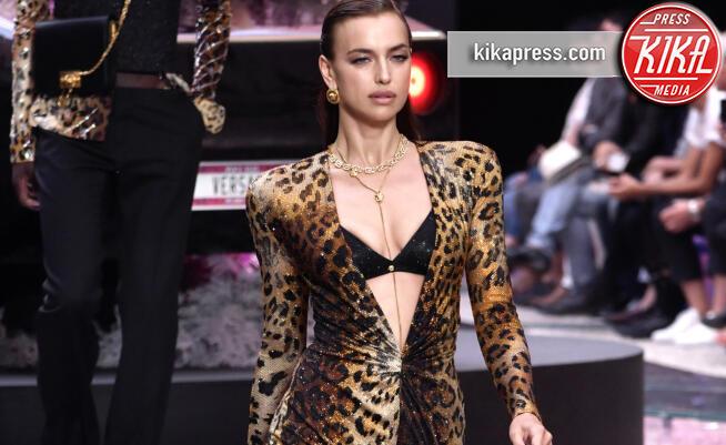 Irina Shayk - Milano - 15-06-2019 - La prima passerella di Irina Shayk dopo l'addio a Bradley Cooper
