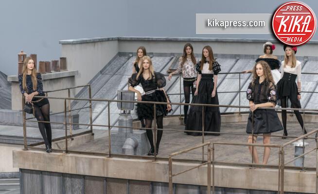 Gigi Hadid, Sfilata Chanel - Parigi - 01-10-2019 - Parigi Fashion Week: la sfilata sui tetti parigini di Chanel
