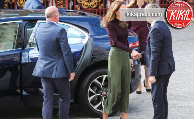 Kate Middleton - Londra - 09-10-2019 - Kate Middleton, culottes verdi e borsa Chanel: scopri il look!