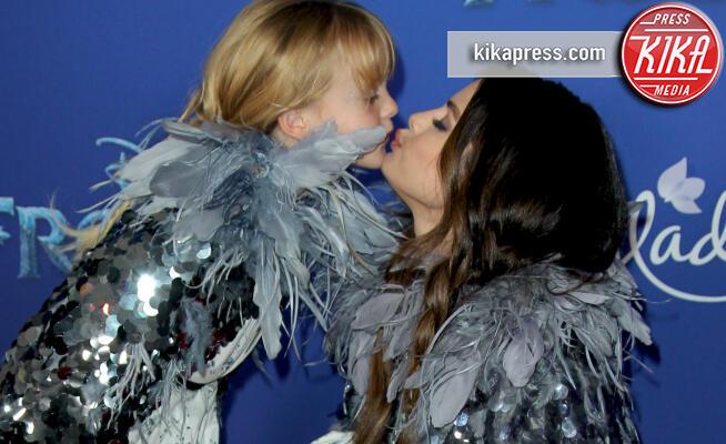 GracieElliot Teefey, Selena Gomez - Los Angeles - 07-11-2019 - Frozen 2, l'adorabile abbinamento delle sorelle Gomez