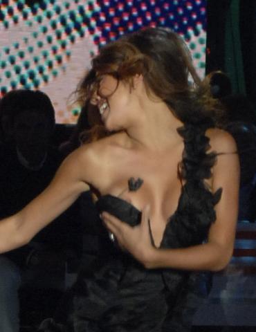 Belen Rodriguez - Milano - 01-12-2008 - Beyoncé, Janet Jackson, Veronica Maya: l'imprevisto dà scandalo