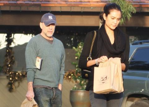 Emma Heming, Bruce Willis - Hollywood - 02-12-2008 - Gli eroi di film d'azione hanno il cuore tenero: Bruce Wilis si sposa, Harris Ford si fidanza