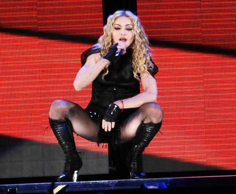 Madonna - Miami - 26-11-2008 - Madonna paghera' 56 milioni all'ex marito Guy Ritchie