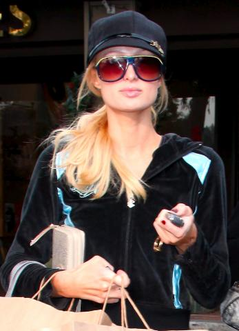 Paris Hilton - Bel Air - 04-12-2008 - Paris Hilton snobba i regali sotto i 5000 dollari