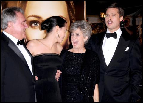 Jane Etta Hillhouse, William Pitt, Angelina Jolie, Brad Pitt - Westwood - Furia Angelina Jolie: scende in campo la mamma di Brad Pitt