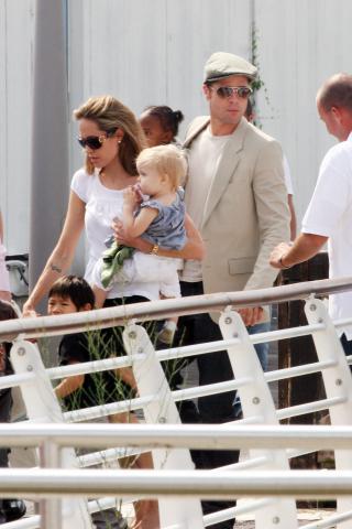 Angelina Jolie, Brad Pitt - Venezia - 04-09-2007 - Brad Pitt e Angelina Jolie restano in Francia