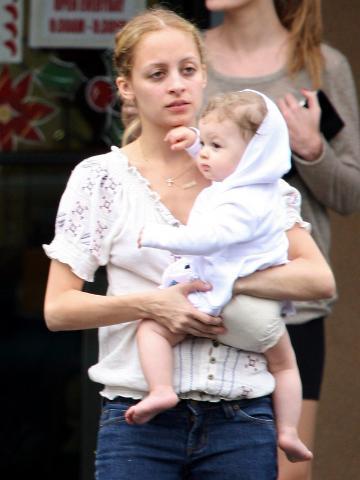 Joel Madden, Nicole Richie - Maui - 02-01-2009 - Nicole Richie non ha detto alla figlia delle linee di  abbigliamento a suo nome