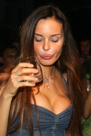 Nina Moric - Firenze - 08-01-2009 - Nina Moric ricoverata in ospedale dopo un'overdose di sonniferi
