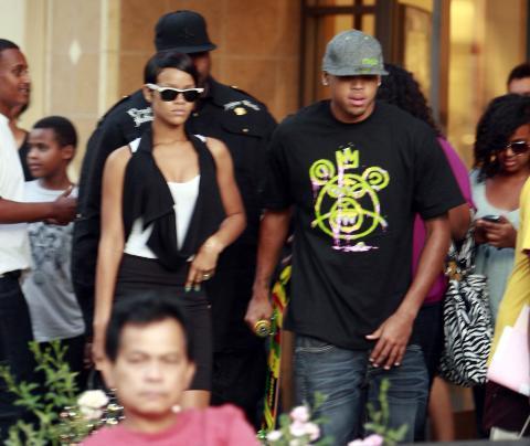 Chris Brown, Rihanna - Hollywood - 08-01-2009 - Chris Brown accusato di percosse salta i Grammy, Rihanna rinuncia allo show per seguirlo