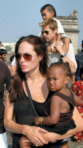 Angelina Jolie, Brad Pitt - Mumbai - 16-11-2007 - Ancora un'adozione per Angelina Jolie e Brad Pitt