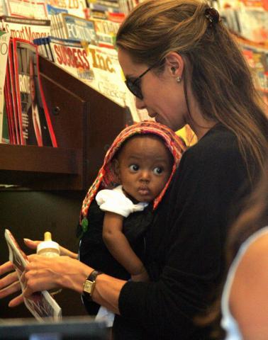 Angelina Jolie, Brad Pitt - Los Angeles - 16-11-2007 - Angelina Jolie parla della sua famiglia su Vogue