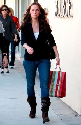 Jennifer Love Hewitt - Beverly Hills - 29-12-2008 - Jennifer Love Hewitt parla davvero con i fantasmi