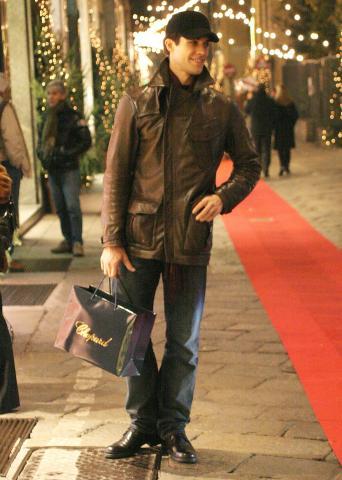 """Roberto Bolle - Milano - 30-01-2009 - """"Roberto Bolle è gay"""". Ma lui smentisce il coming out"""