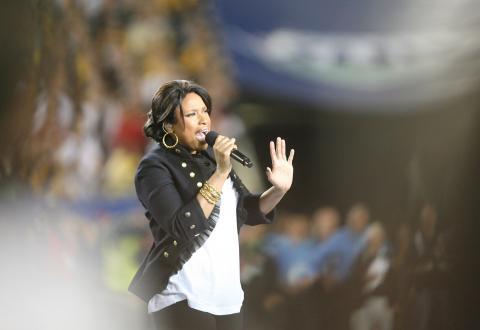 Jennifer Hudson - Tampa - 02-02-2009 - Jennifer Hudson commuove lo stadio cantando l'inno nazionale al Superbowl