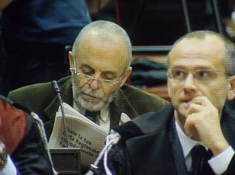 Carlo Castagna - Como - 02-02-2009 - Strage di Erba, muore Carlo Castagna. Il saluto del figlio